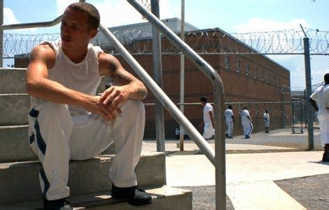 Hays State Prison guards settle abuse suit for $93,000